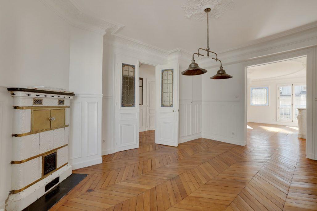 rénovation appartement haussmannien vue sur salle à manger à Paris